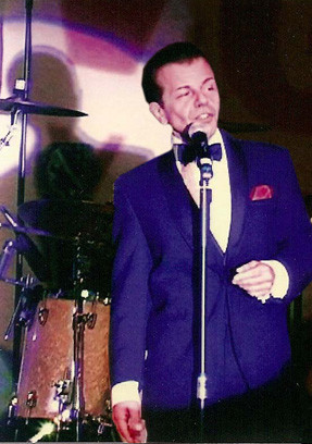Frank Sinatra Sound-a-Like on Stage